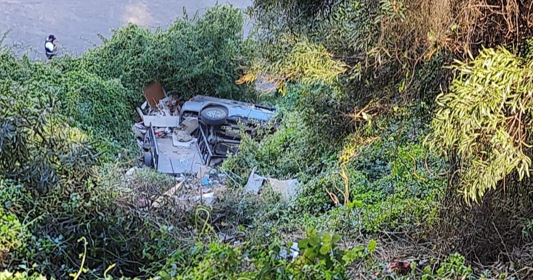 Vehículo DESBARRANCA en Talcahuano cayendo mas de 30 METROS