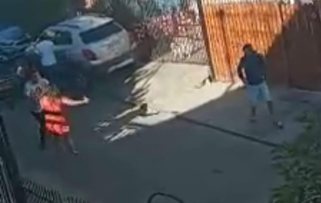 Mujer APUÑALA a vecino que intentó salvarla de las LLAMAS en la region de Valparaíso