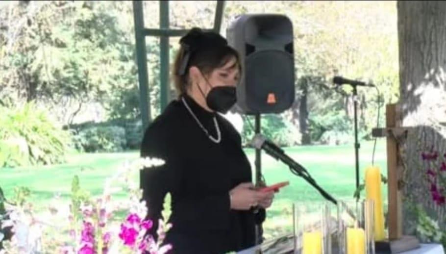 Kel Calderon DESPIDE a su abuela en funeral «Mi lado de la familia está QUEBRADO, y eso te dolía»