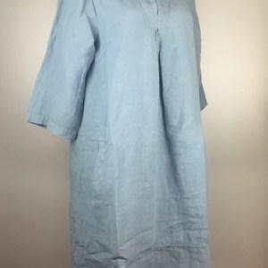 Heidekönigin-leinenkleid-schalkragen-rauchblau