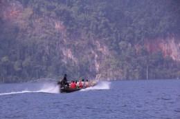 Boote brausen heute 100 Meter über den einstigen Dörfern