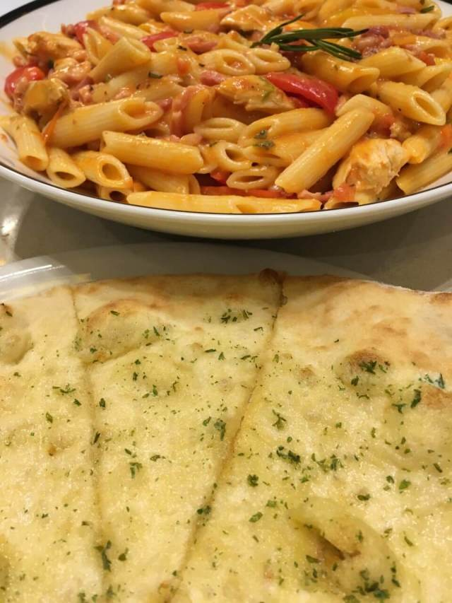 #PrezzoLaFamiglia penne rusticana and garlic bread