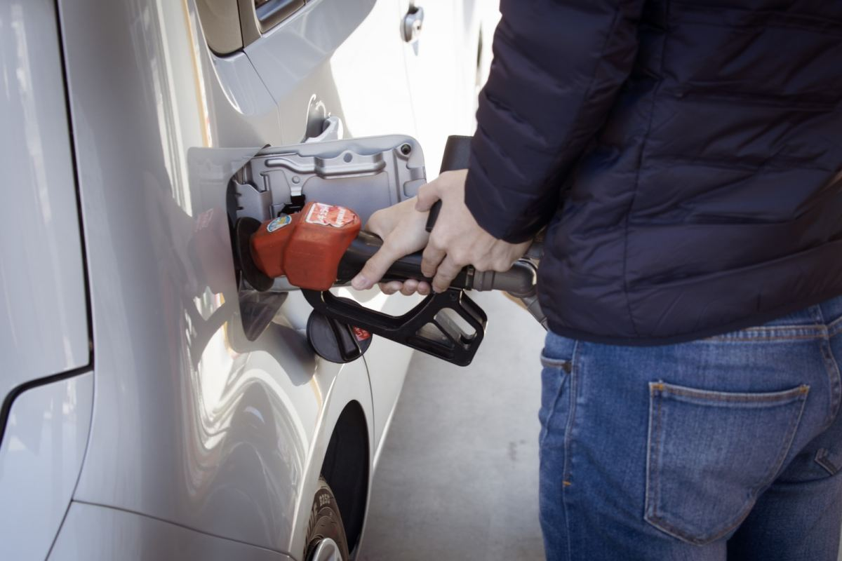 Gas prices continue to rise on record, oil at fresh highs: what drives the markets?