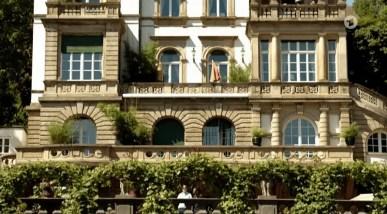 Blick auf die Terrasse des Hotels.