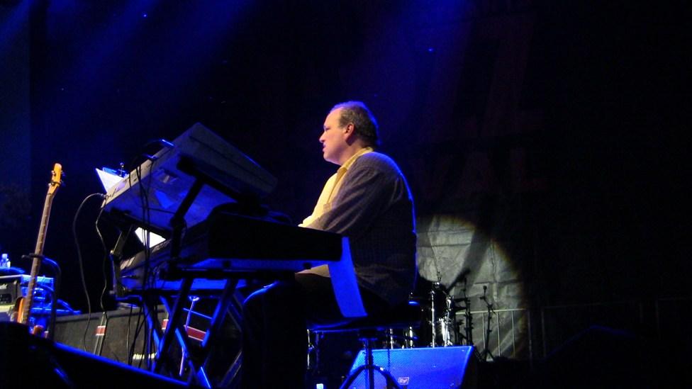 Derrick Hodge keyboardist