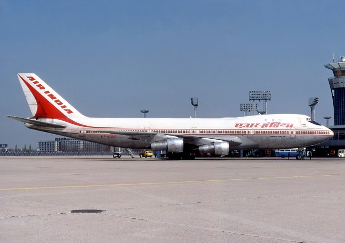 1978 Boeing 747 της πτήσης 855 των Ινδικών αερογραμμών συντρίβεται στην θάλασσα ανοικτά της Βομβάης, σκοτώνοντας 213 επιβαίνοντες.