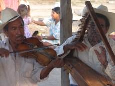 Músicos en la cavapizca