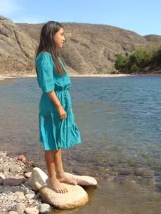 Una joven guarijía contemplando su futuro en la Mesa Colorada
