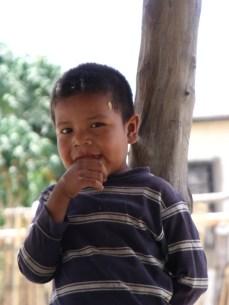Niño guarijío de Colonia Makurawi, San Bernardo, Álamos