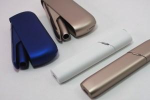 「IQOS(アイコス) 3のブルー」と「IQOS 3 MULTI(アイコス マルチ)のホワイト」をレビュー! 質感が違うので購入時に注意!