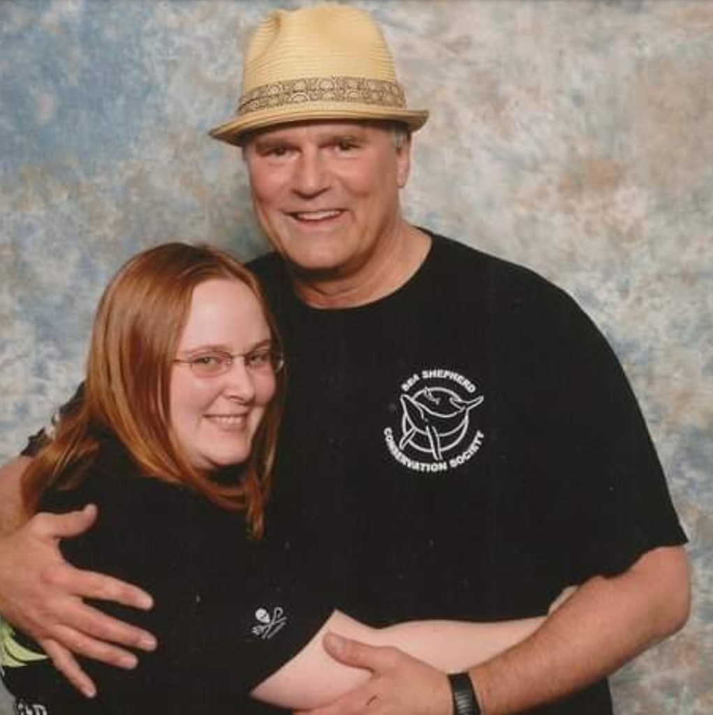 Richard Dean Anderson and fan at Chevron 7.6 UK Stargate Convention