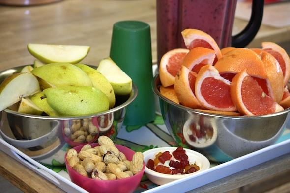web breakfast smoothie grapefruit pear peanuts vitamins (dm) IMG_2082