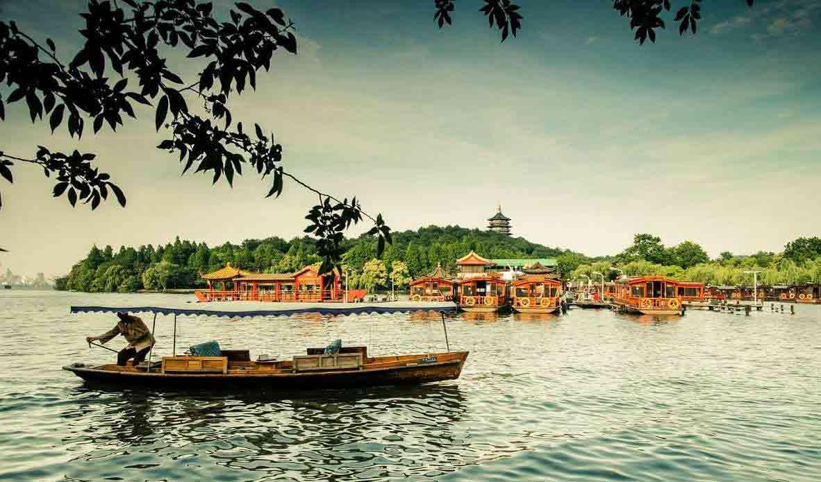 West-Lake-Boat-Scene-Hangzhou-Zhejiang-China