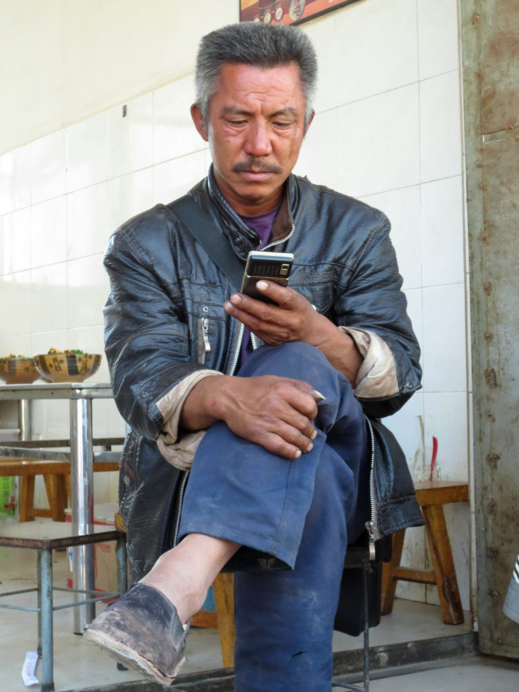 China Internet: A Peasant surfing the net