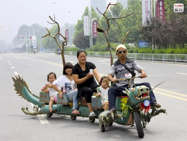 Zhoukou, 63-year-old Kang Mingzhi took five months to create his electric Motor Dragon