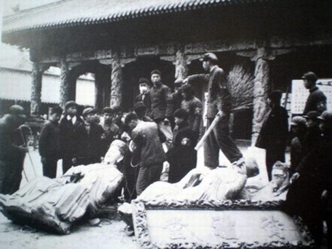 the destruction of a Confucian temple triggers the Cultural Revolution
