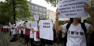 Insight - Lured by hopes of easy money, amateur Chinese commodity traders lose their shirts