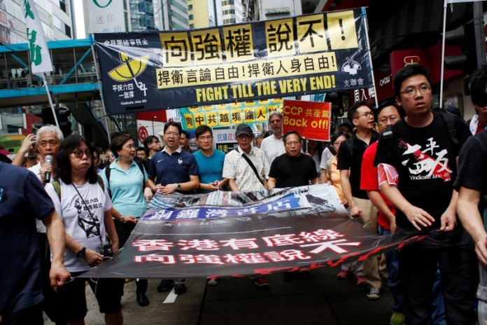 Bookseller Lam Wing-kee (C) takes part in a protest march with pro-democracy lawmakers and supporters in Hong Kong, China June 18, 2016.      REUTERS/Bobby Yip