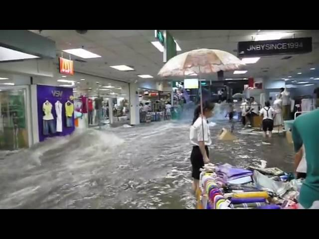 Impressive Flood hits a Chinese shopping center-Heavy rains in China