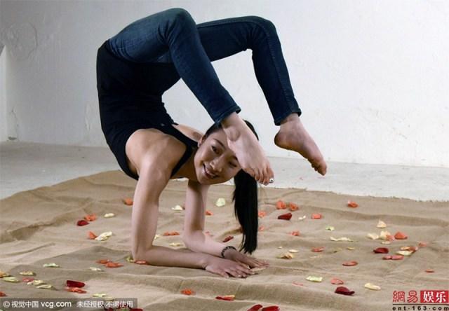 004liu-teng-la-contorsionista