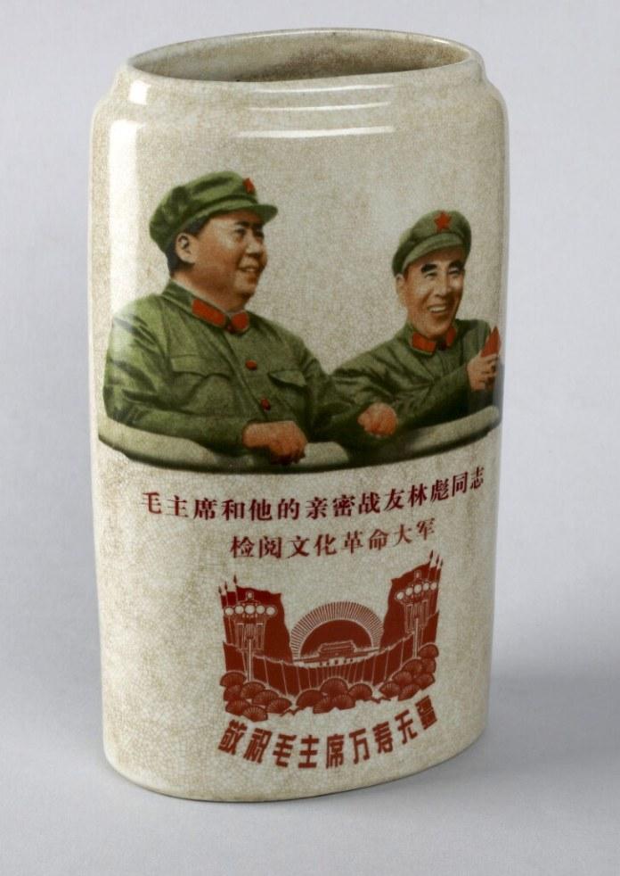 cultural-revolution-vase-propaganda