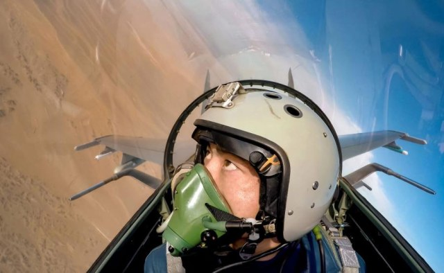 Chinese-jet-fighter-pilot-2