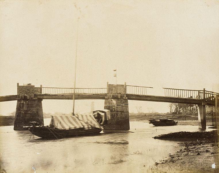 Bridge-with-Houseboats,-China