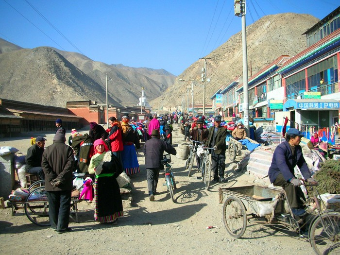 The outdoor market just outside of Labrang's main entrance shows a wide variety of Xiahe's inhabitants.