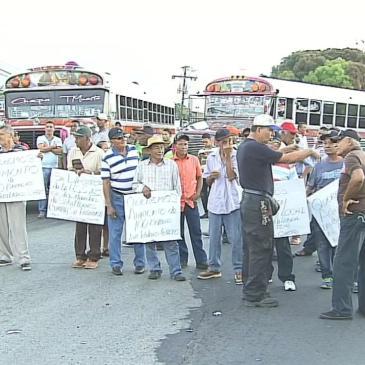退休人士抗议封锁CHEPO 地区泛美公路