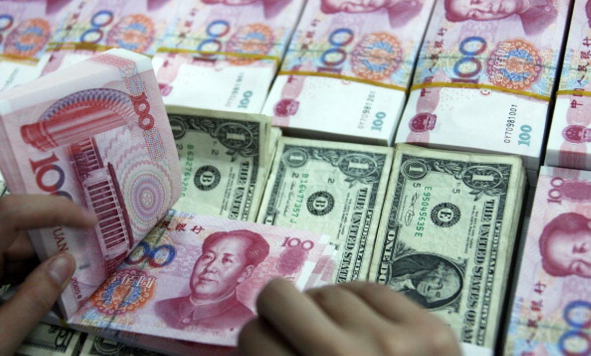 外媒:人民币持续疲弱 中国陷决策困境