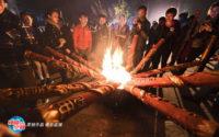 中国:数千人抢烧香 198一支香仍供不应求