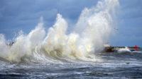 民防局:本周末特大浪潮警报沿海居民需注意