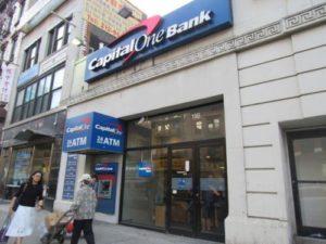 纽约银行遭劫:劫匪未使用武器 仅递了张纸条