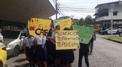 美洲学院学生游行示威