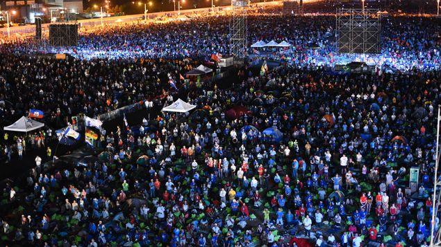 教宗主持世青节守夜祈祷 近60万人参加(图)