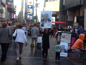Gu Chuang's wife held a sign in Times Square last fall calling the release of Changqing.