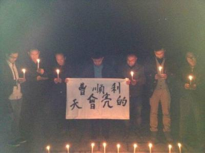 "In Changsha, a group of activists held vigil for Cao Shunli. ""The day will break,"" the sign reads."
