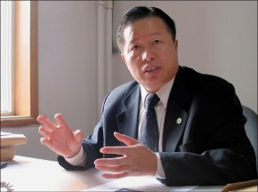 Gao Zhisheng (高智晟) in his law office in Beijing prior to 2006.