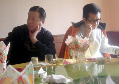 Well-respected maverick Chinese lawyer Gao Zhisheng (L) during a gathering with legal consultant Guo Feixiong in Beijing, 06 January 2006.  Guo was recently released after more than three months of detention for helping Chinese farmers campaign against their allegedly corrupt village chief, in the latest twist in a sometimes violent dispute seen as a test case in bringing grassroots democracy to China.  (AFP PHOTO)