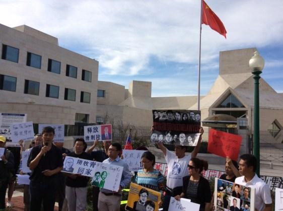 Protest scene: Zhou Fengsuo giving a speech.