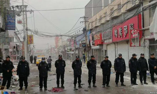 Beijing expulsion, line of police