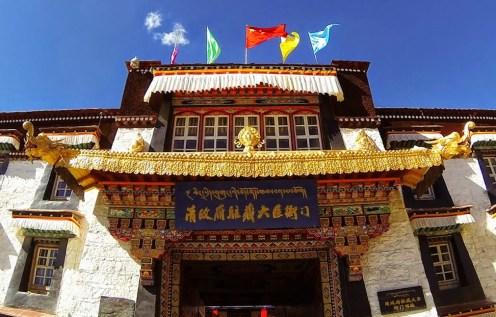 """图为中国政府去年设立的""""清政府驻藏大臣衙门"""",一个改写历史的所谓展览馆。"""