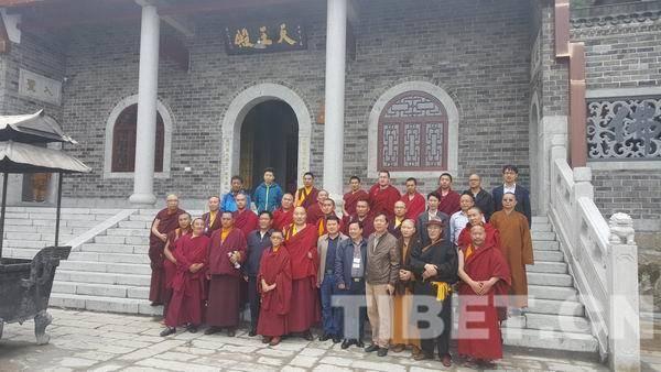 培训班赴湖南衡山南台寺参观时合影留念。