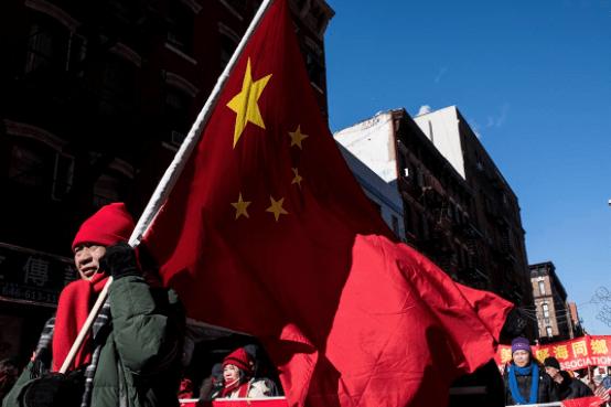 图为2016年2月14日,美国纽约,人们在唐人街庆祝农历新年。摄:Andrew Renneisen/Getty