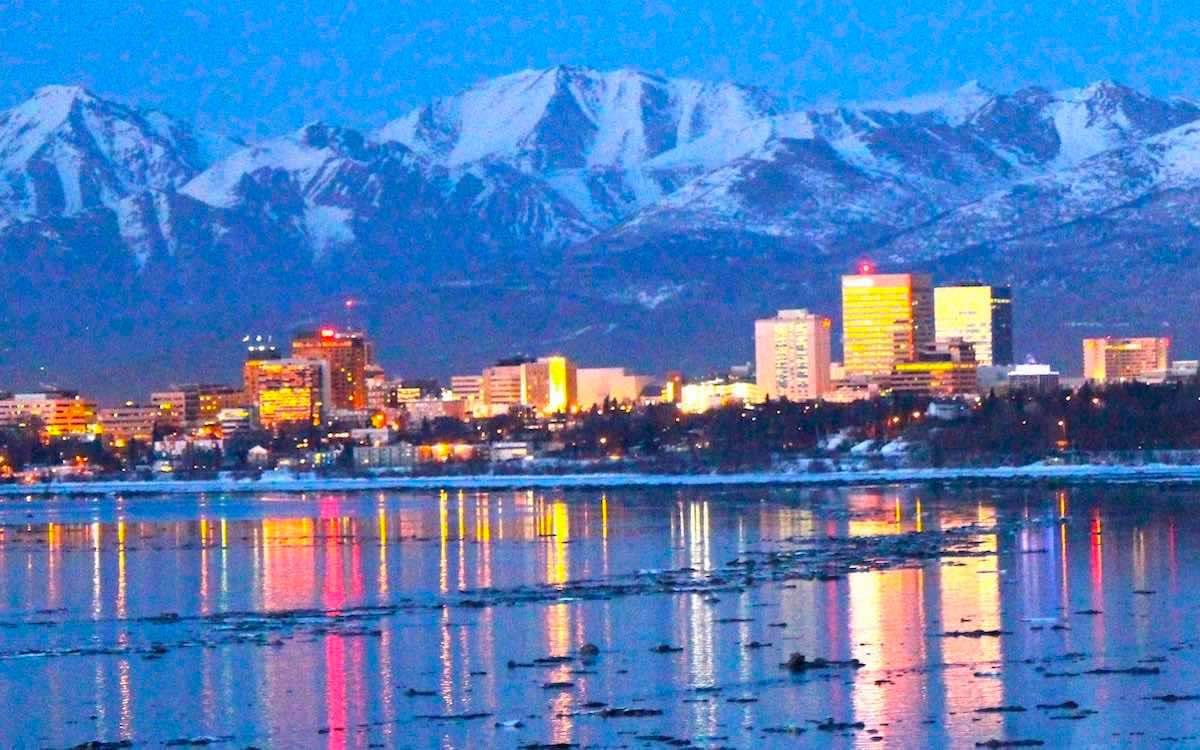 The photo shows a panoramic night view of Anchorage in Alaska. The city will stage talks between the United States and China next week.