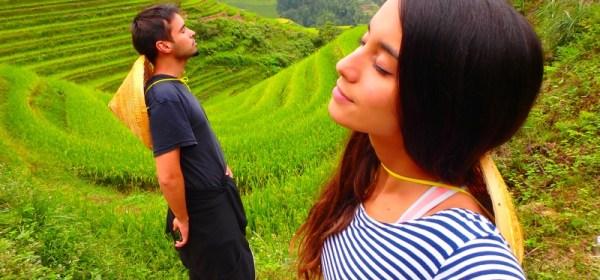 Viajeros disfrutando en las terrazas de arrozales en Longsheng