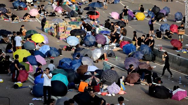 Student-activists-sleep-on-a-road
