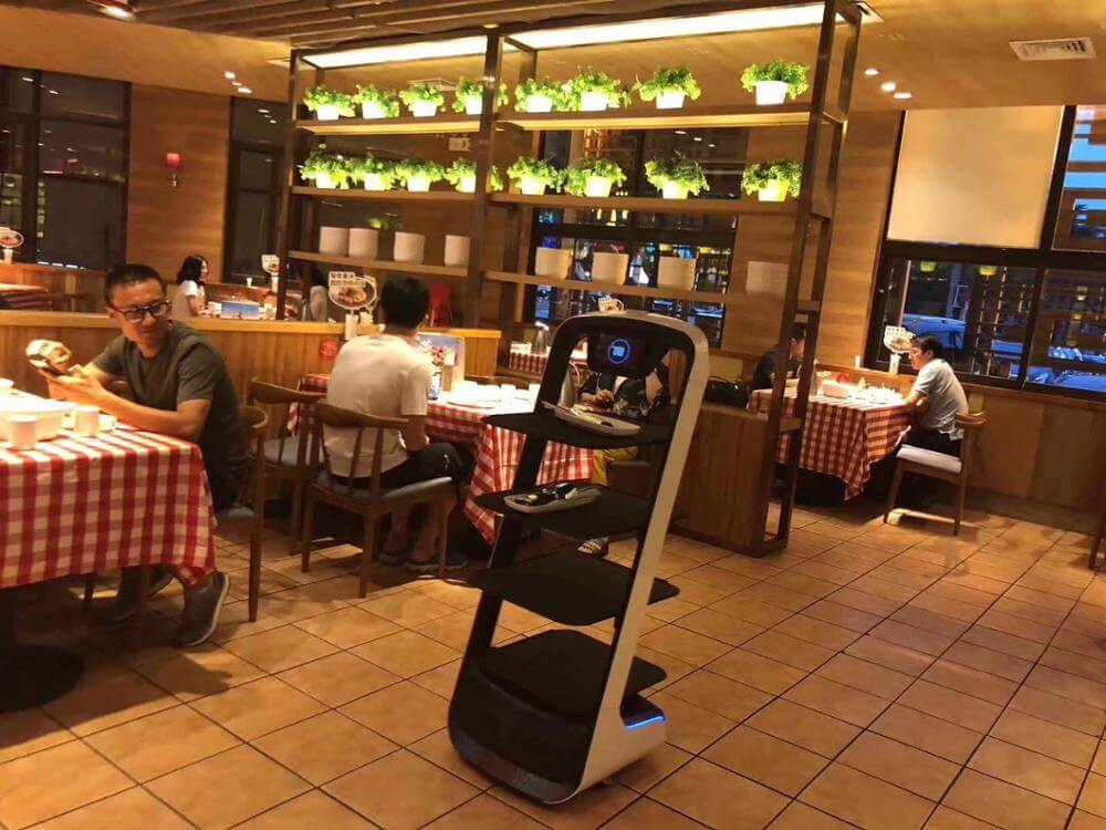Robot Waiter made to carry lots of food