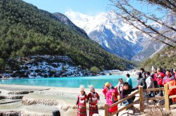 Tourists by the infinity pools at Jade Dragon snow mountain.