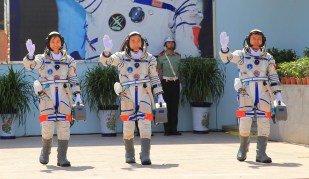 Shenzhou 9 crew